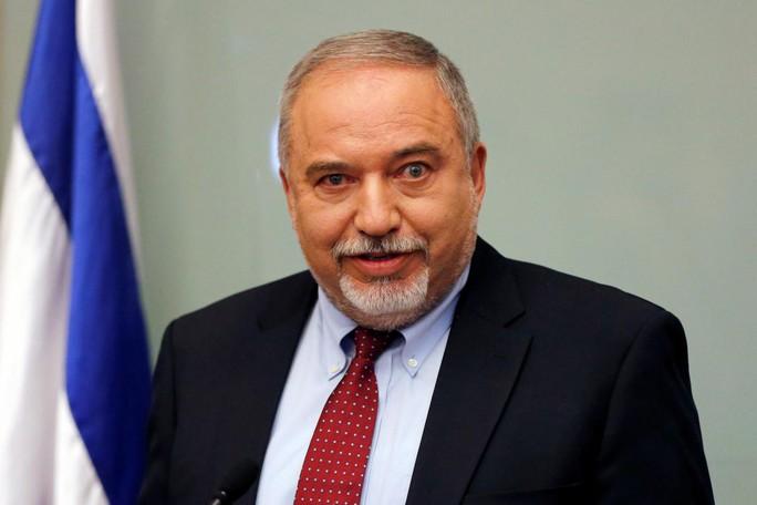 Thủ tướng Israel ôm nhiều chức nhưng chính phủ có nguy cơ sụp đổ - Ảnh 3.