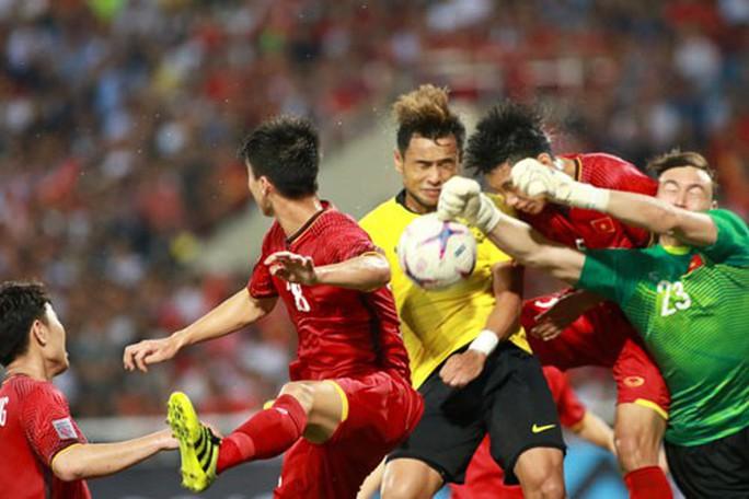 Tuyển Việt Nam đá bại Malaysia: Khi cả đội cùng phòng ngự - Ảnh 1.