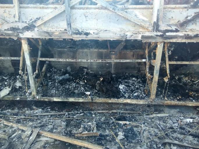 Bình gas nổ làm xe buýt bốc cháy, 42 người thiệt mạng - Ảnh 2.
