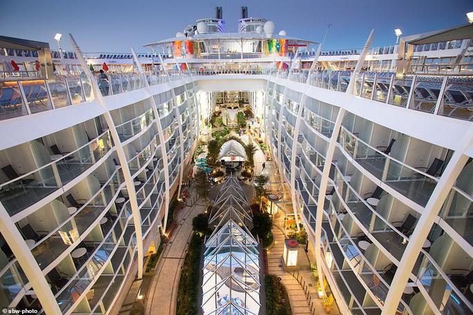 """Du thuyền lớn nhất thế giới """"chào sân"""" tại Mỹ - Ảnh 7."""