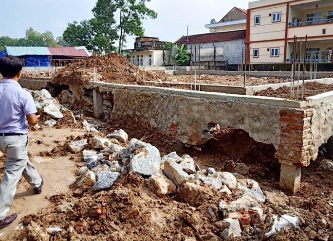Móng trung tâm văn hóa 3,3 tỉ đồng đang xây bị nứt toác không phải do mưa - Ảnh 1.