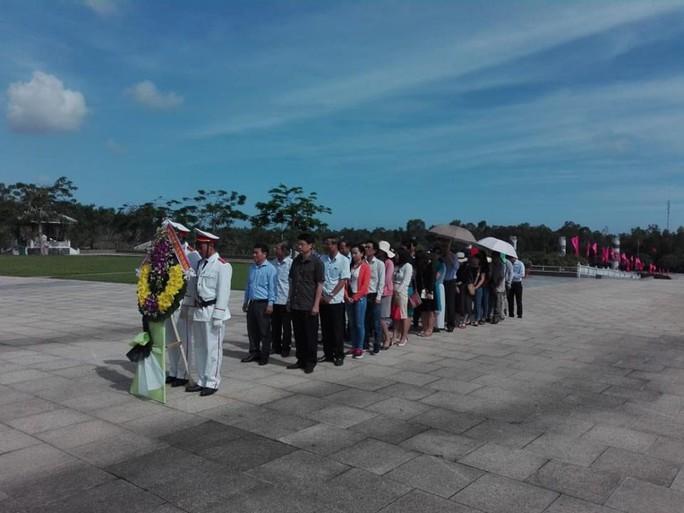 Nhận quà của LĐLĐ Đà Nẵng, công nhân Quảng Nam xúc động bật khóc - Ảnh 5.