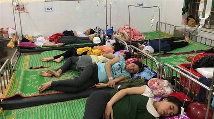 Hơn 150 công nhân nhập viện sau bữa cơm trưa tại công ty - Ảnh 1.
