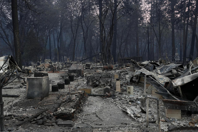 Cháy rừng California: Hơn 1.000 người mất tích, khói độc phát tán hàng trăm km - Ảnh 2.