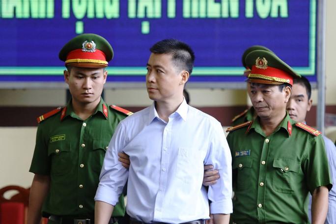 Xét xử vụ đánh bạc ngàn tỉ: Ông trùm Phan Sào Nam khai nộp lại 1.088 tỉ đồng tiền mặt - Ảnh 1.