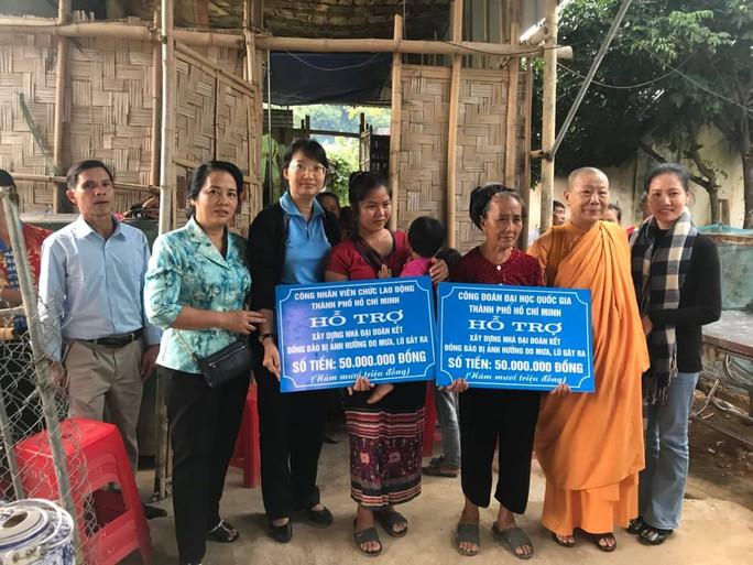 Đoàn đại biểu Quốc hội TP HCM thăm, tặng quà tại 2 huyện miền núi tỉnh Nghệ An - Ảnh 3.