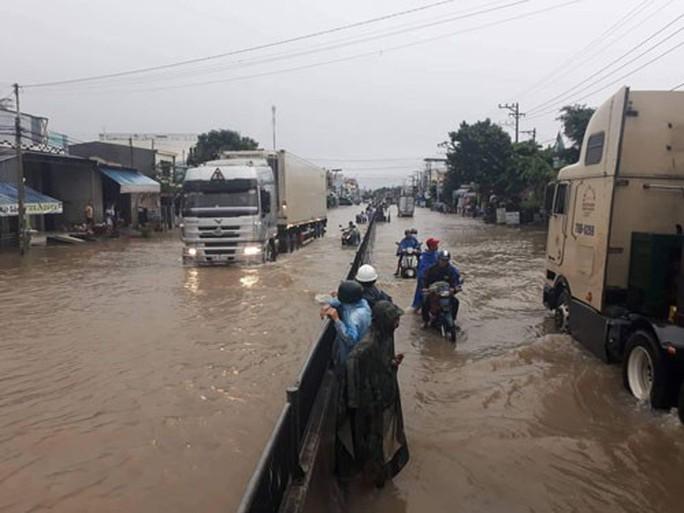 Áp thấp nhiệt đới gây thiệt hại nhiều nơi - Ảnh 2.