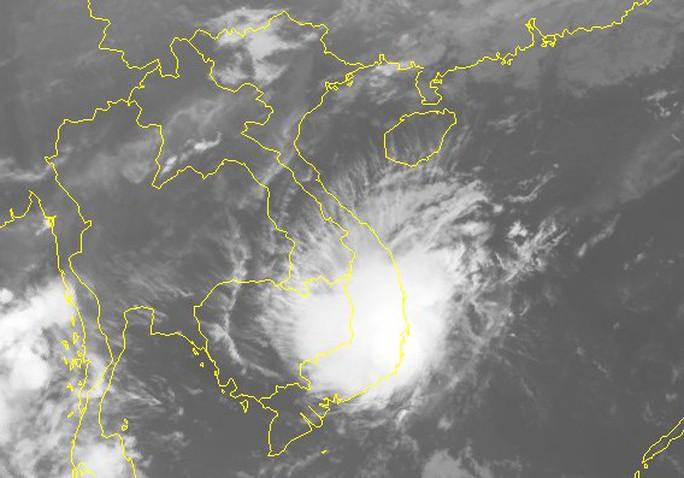 """Áp thấp nhiệt đới """"ở lỳ"""" gần bờ biển Nam Trung Bộ - Ảnh 2."""