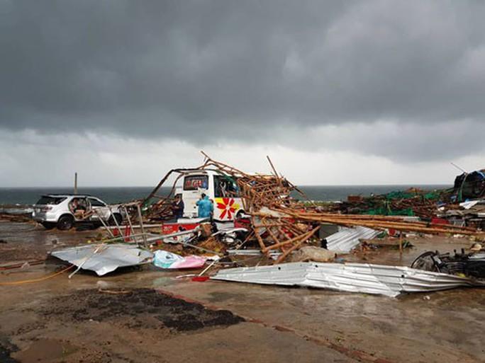 Áp thấp nhiệt đới gây thiệt hại nhiều nơi - Ảnh 1.