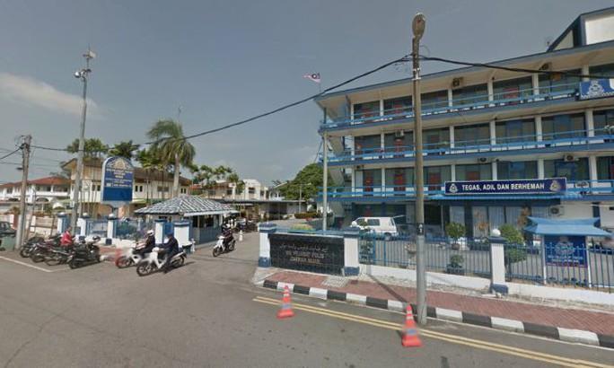 Malaysia bắt giữ băng cướp người Việt đeo mặt nạ phá két sắt - Ảnh 1.