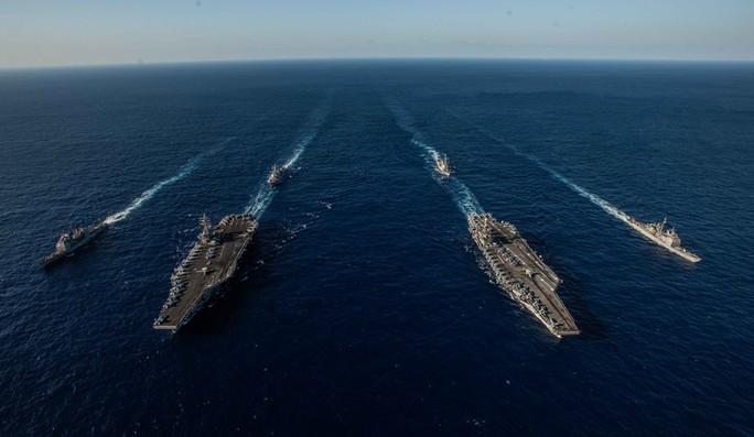 Cận cảnh cuộc tập trận chung của 2 tàu sân bay Mỹ trên biển Philippines - Ảnh 1.