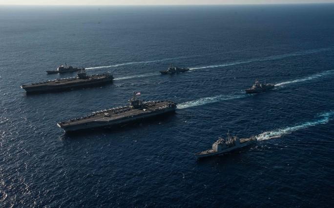 Cận cảnh cuộc tập trận chung của 2 tàu sân bay Mỹ trên biển Philippines - Ảnh 2.