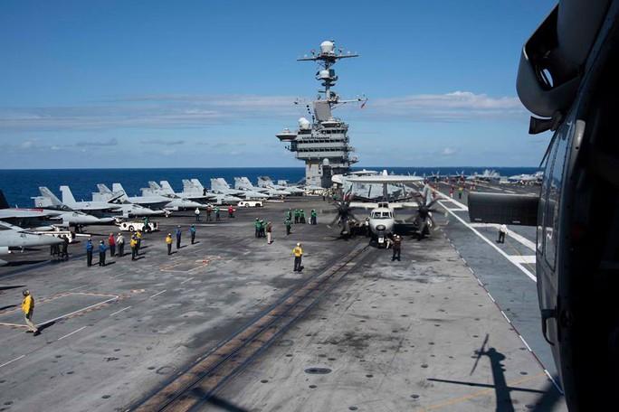 Cận cảnh cuộc tập trận chung của 2 tàu sân bay Mỹ trên biển Philippines - Ảnh 9.