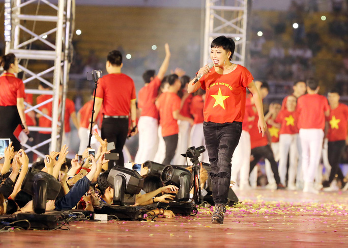 Hành trình Hát vì đội tuyển: Có sự đồng hành của Trường Huy, Phương Thanh - Ảnh 2.