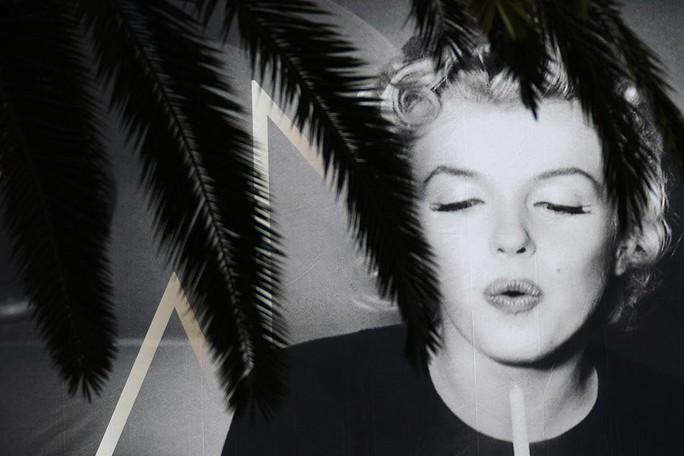 Quả cầu vàng của huyền thoại Marilyn Monroe bán giá kỷ lục - Ảnh 2.