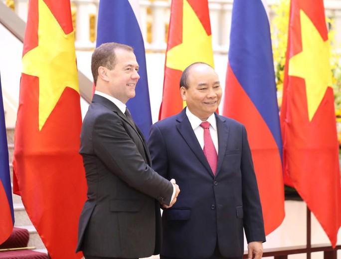 Cận cảnh lễ đón Thủ tướng Nga Dmitry Medvedev tại Phủ Chủ tịch - Ảnh 7.