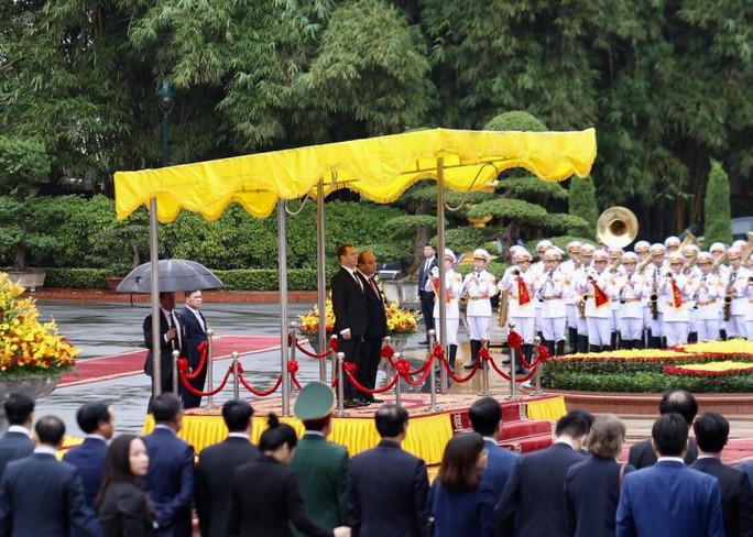 Cận cảnh lễ đón Thủ tướng Nga Dmitry Medvedev tại Phủ Chủ tịch - Ảnh 2.