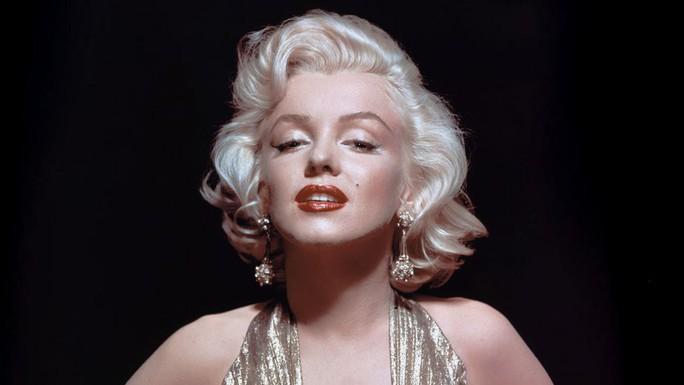 Quả cầu vàng của huyền thoại Marilyn Monroe bán giá kỷ lục - Ảnh 1.