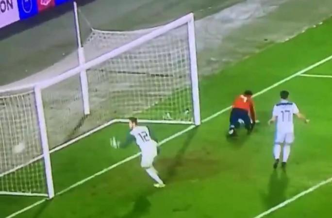 Xem pha hỏng ăn khó tin của Morata - Ảnh 2.