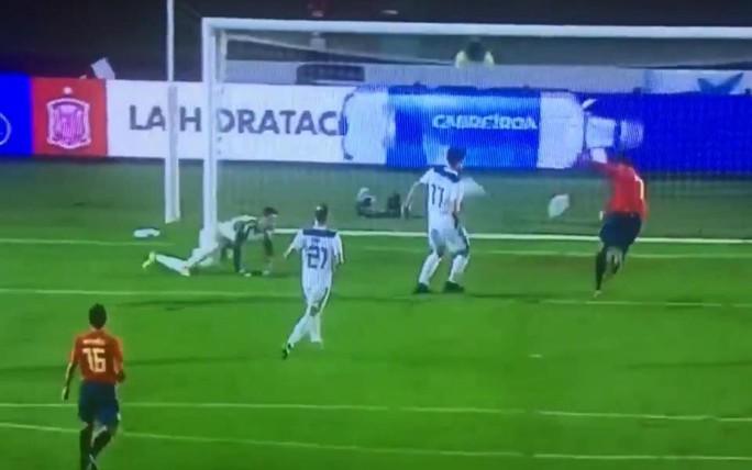 Xem pha hỏng ăn khó tin của Morata - Ảnh 1.
