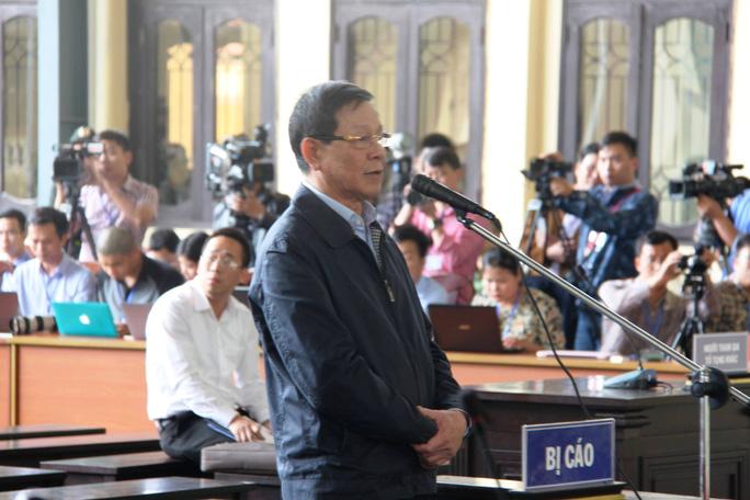 Ông Phan Văn Vĩnh thừa nhận tội Lợi dụng chức vụ - Ảnh 1.
