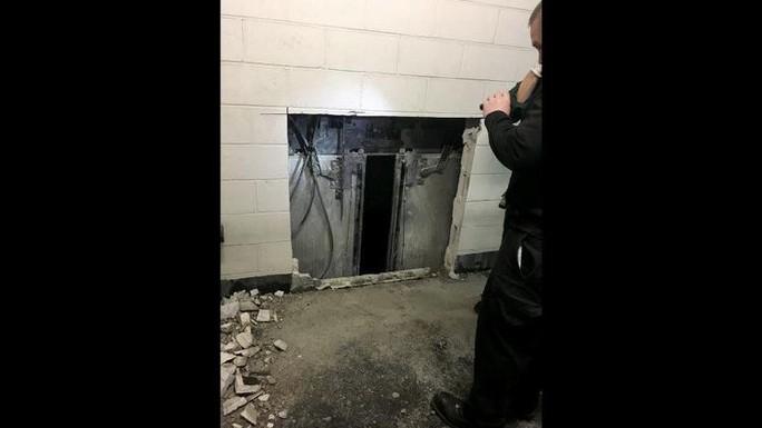 Mỹ: Thang máy rơi tự do 84 tầng, thai phụ không hề hấn gì - Ảnh 2.