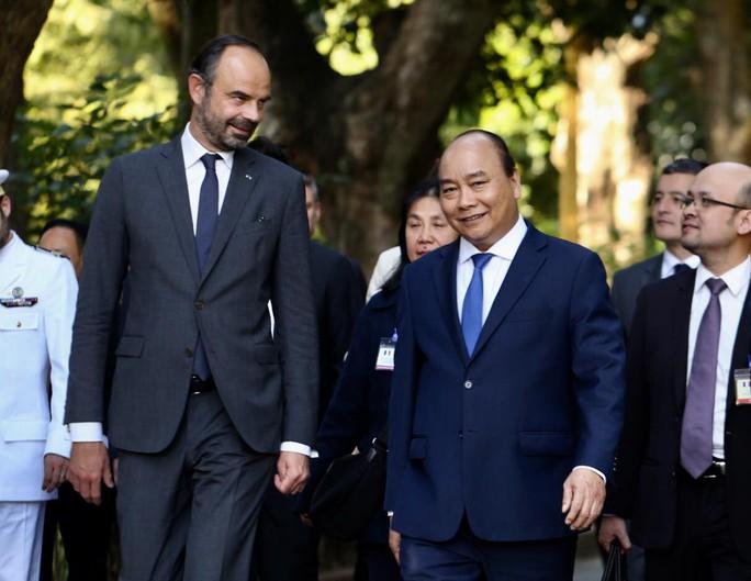 Thủ tướng Pháp bắt đầu thăm chính thức Việt Nam - Ảnh 7.