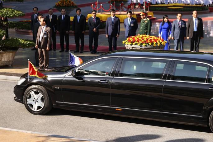 Thủ tướng Pháp bắt đầu thăm chính thức Việt Nam - Ảnh 1.