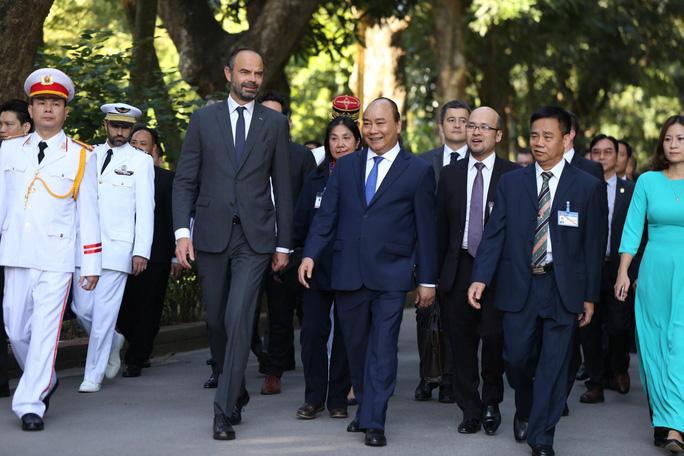Thủ tướng Pháp bắt đầu thăm chính thức Việt Nam - Ảnh 5.