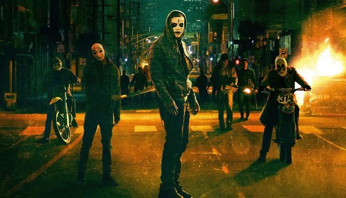 Bắt chước phim kinh dị, nổi loạn đêm Halloween - Ảnh 1.