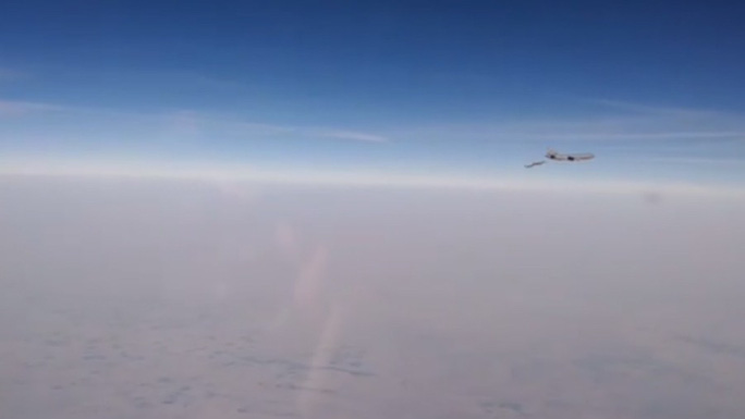 Phi công Nga khoe video chặn chiến đấu cơ Pháp, Mỹ ở Syria - Ảnh 1.