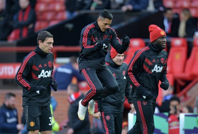 Alexis Sanchez sắp bị đẩy khỏi Old Trafford - Ảnh 1.