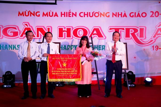 Đại học Đông Á đón nhận Cờ thi đua của Bộ GD&ĐT - Ảnh 1.