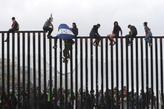 Thẩm phán Mỹ lại cản trở chính sách nhập cư của ông Donald Trump - Ảnh 1.