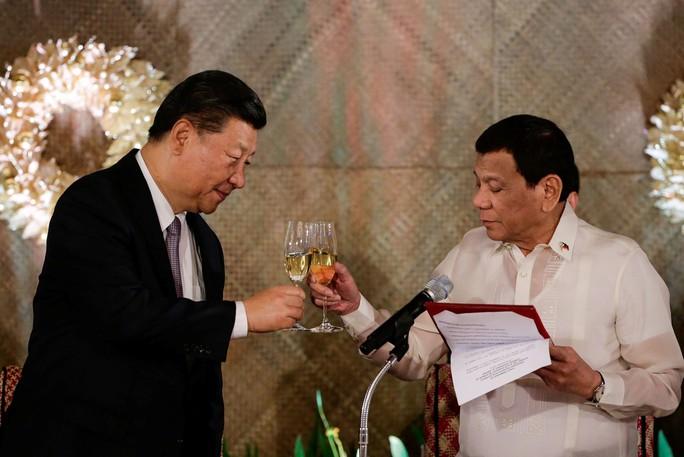 Philippines ký thỏa thuận thăm dò dầu khí với Trung Quốc - Ảnh 1.
