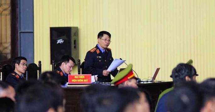 Ông Phan Văn Vĩnh bị đề nghị 7-7,5 năm tù; ông trùm Nguyễn Văn Dương 11-13 năm tù - Ảnh 1.