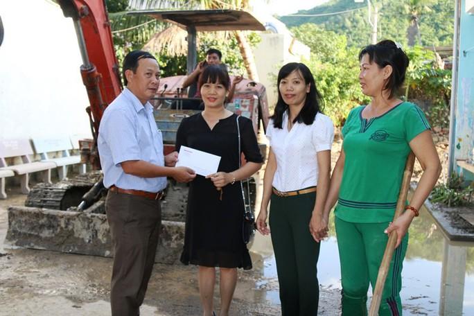 Báo Người Lao Động chia sẻ nỗi đau người dân chịu thảm họa ở Nha Trang - Ảnh 6.
