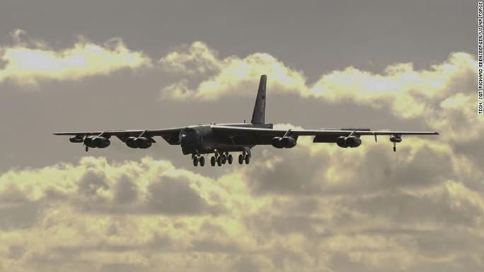 Mỹ đưa máy bay ném bom B-52 tới vùng nhạy cảm ở biển Đông - Ảnh 1.