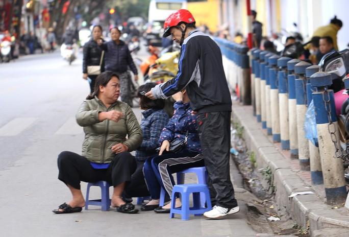 Vé chợ đen cao ngất ngưởng trước trận Việt Nam - Campuchia - Ảnh 8.
