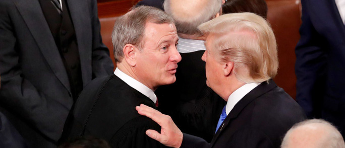 Chánh án Mỹ đấu với Tổng thống Trump - Ảnh 1.
