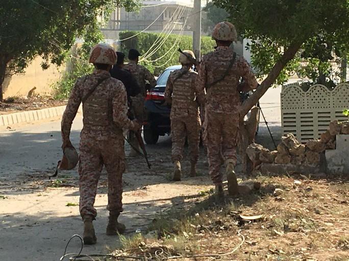 Pakistan: Lãnh sự quán Trung Quốc bị tấn công, 7 người chết - Ảnh 2.