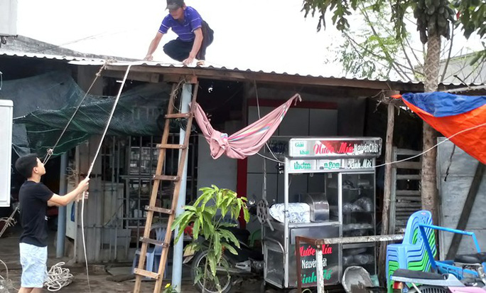 Ninh Thuận tất bật ứng phó với bão số 9 - Ảnh 1.