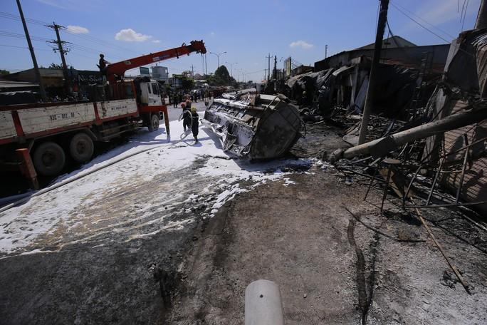 Khởi tố vụ xe bồn bay gây chết 6 người ở Bình Phước - Ảnh 2.