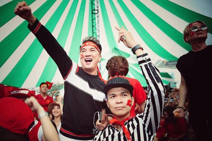 Cho tôi trở lại với cảm xúc bóng đá Việt - Ảnh 2.