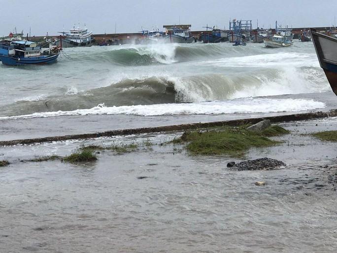Khuya nay, bão số 9 sẽ đổ bộ từ Bình Thuận đến Bến Tre - Ảnh 3.