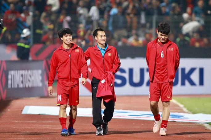 Đồng đội ghi 3 bàn tri ân Văn Toàn, người chia tay AFF Cup vì chấn thương nặng - Ảnh 1.