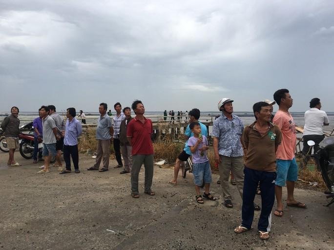 Cần Giờ di dời hàng trăm hộ dân ven biển vào trường học - Ảnh 7.