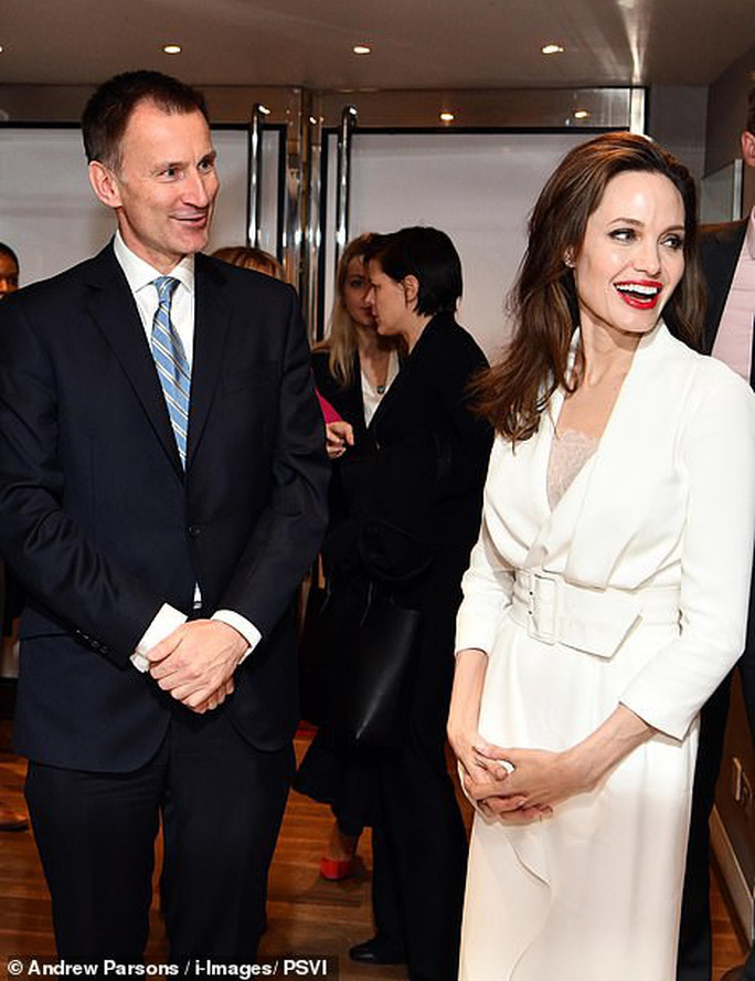 Angelina Jolie rạng ngời chống kỳ thị nạn nhân bạo lực tình dục - Ảnh 4.