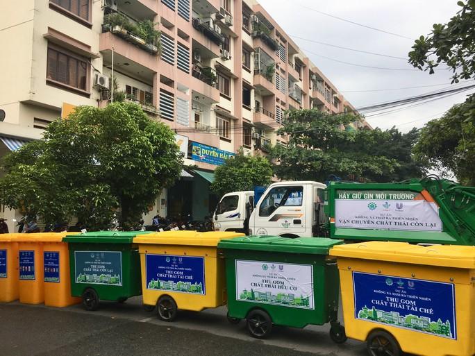Tân Phú: Phân loại rác được nhận quà - Ảnh 2.