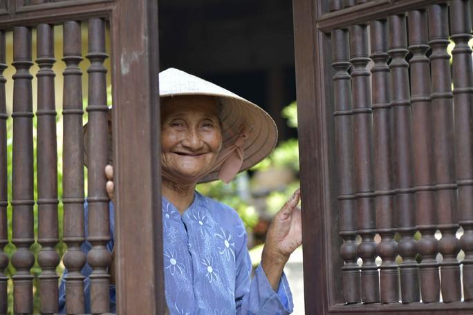 Ngắm hình ảnh Cụ bà Việt đẹp nhất thế giới  - Ảnh 8.